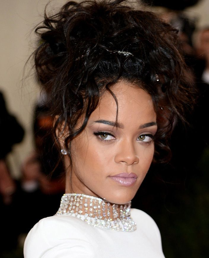Astonishing Rihanna Hair And Makeup Look From The Red Carpet At The Met Ball Hairstyle Inspiration Daily Dogsangcom