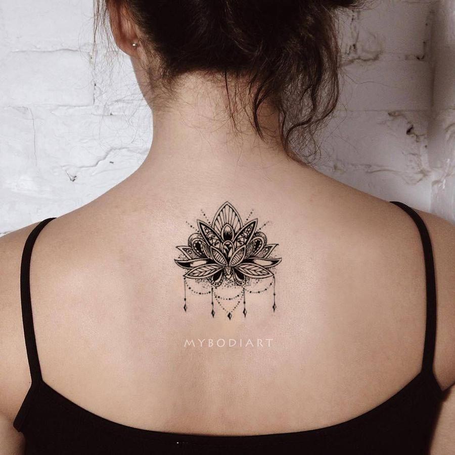 1da45cbfc Cool Black Henna Chandelier Mandala Back Spine Tattoo Ideas for Women -  Ideas de tatuajes para mujeres - www.MyBodiArt.com