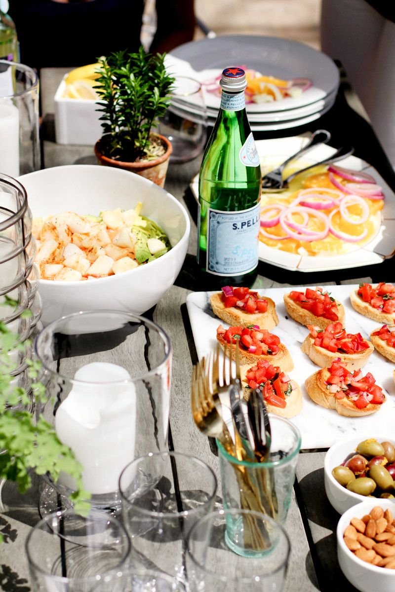 how to throw a stylish party in a small space dinner party rh ar pinterest com