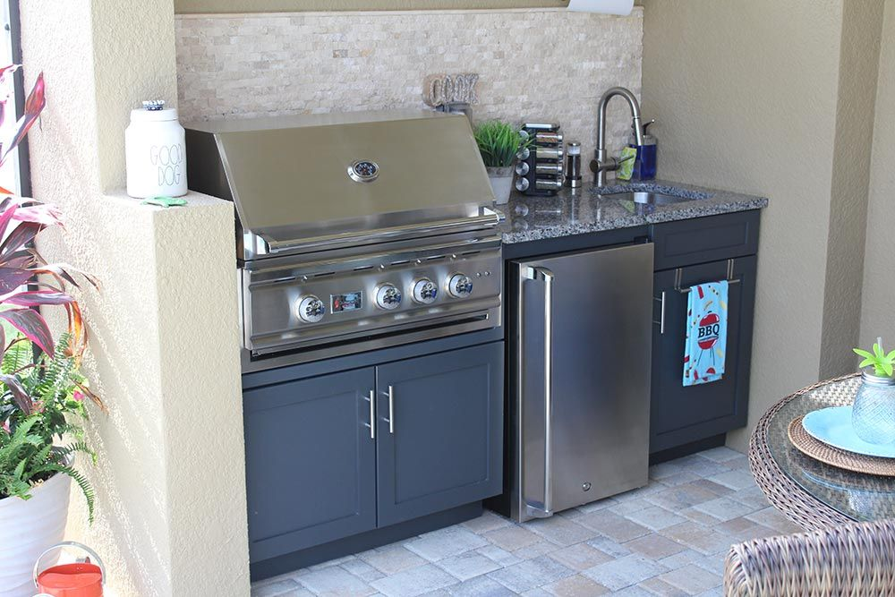 Kitchen And Fire Wall With Images Small Outdoor Kitchens Outdoor Kitchen Kitchen Installation