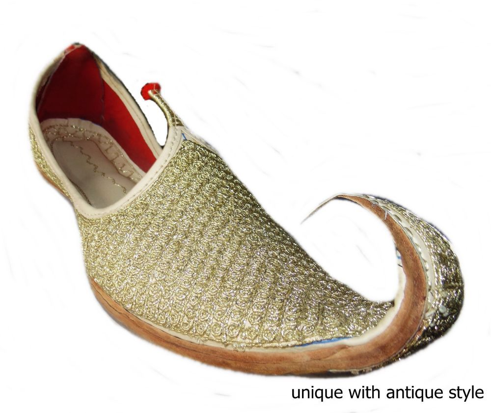 These beautiful khussa shoes are made by leather.This khussa shoes is combo  of traditional & treandy wear.The Thread work accomplished with fine and  neat ...