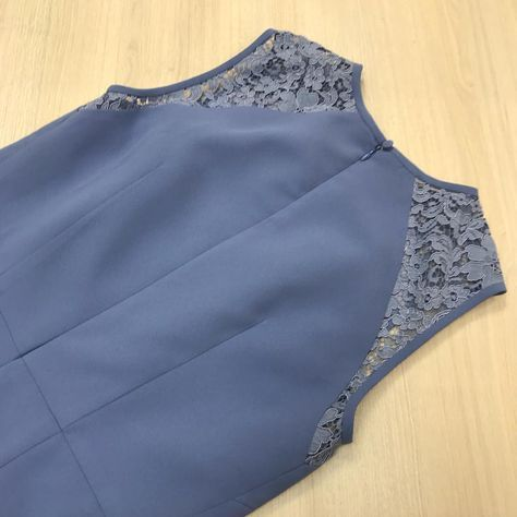 Платье из крепа, с интересными рельефами и подрезами ...