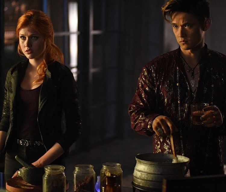 Clary and Magnus brewing up something #Clary #MagnusBane #shadowhunters