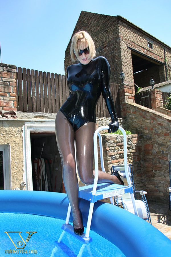 Latex swimming pools