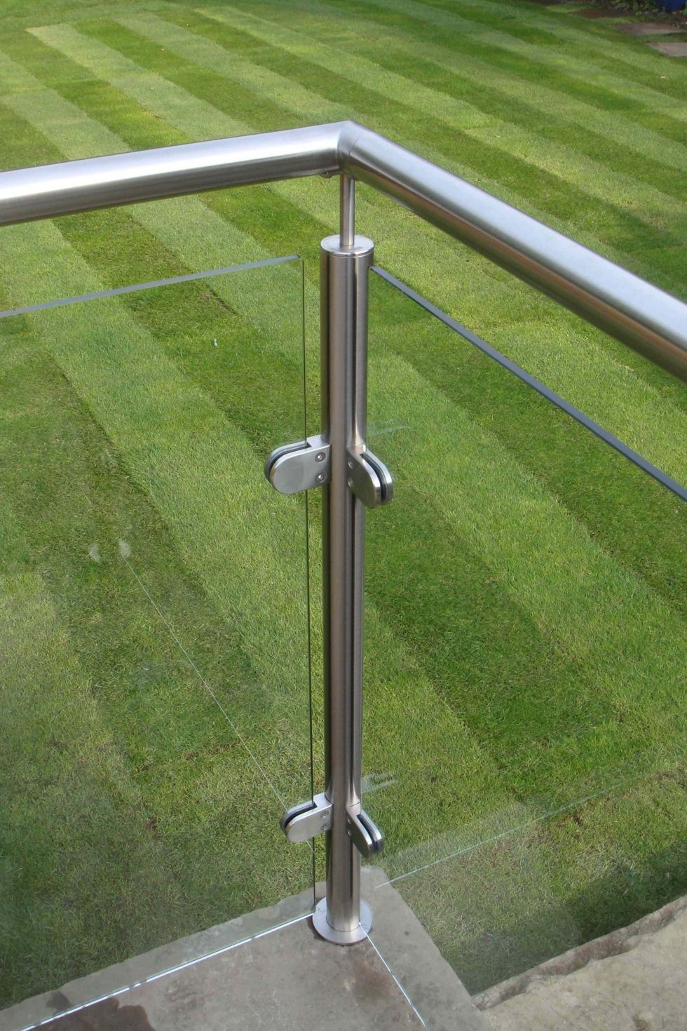 Best Stainless Posts And Glass Balcony Derbyshire Glass 400 x 300