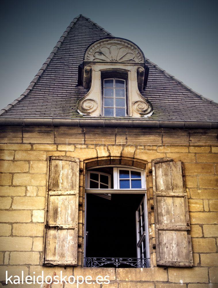 Casa en Sarlat que llama la atención por la asimetría de su tejado
