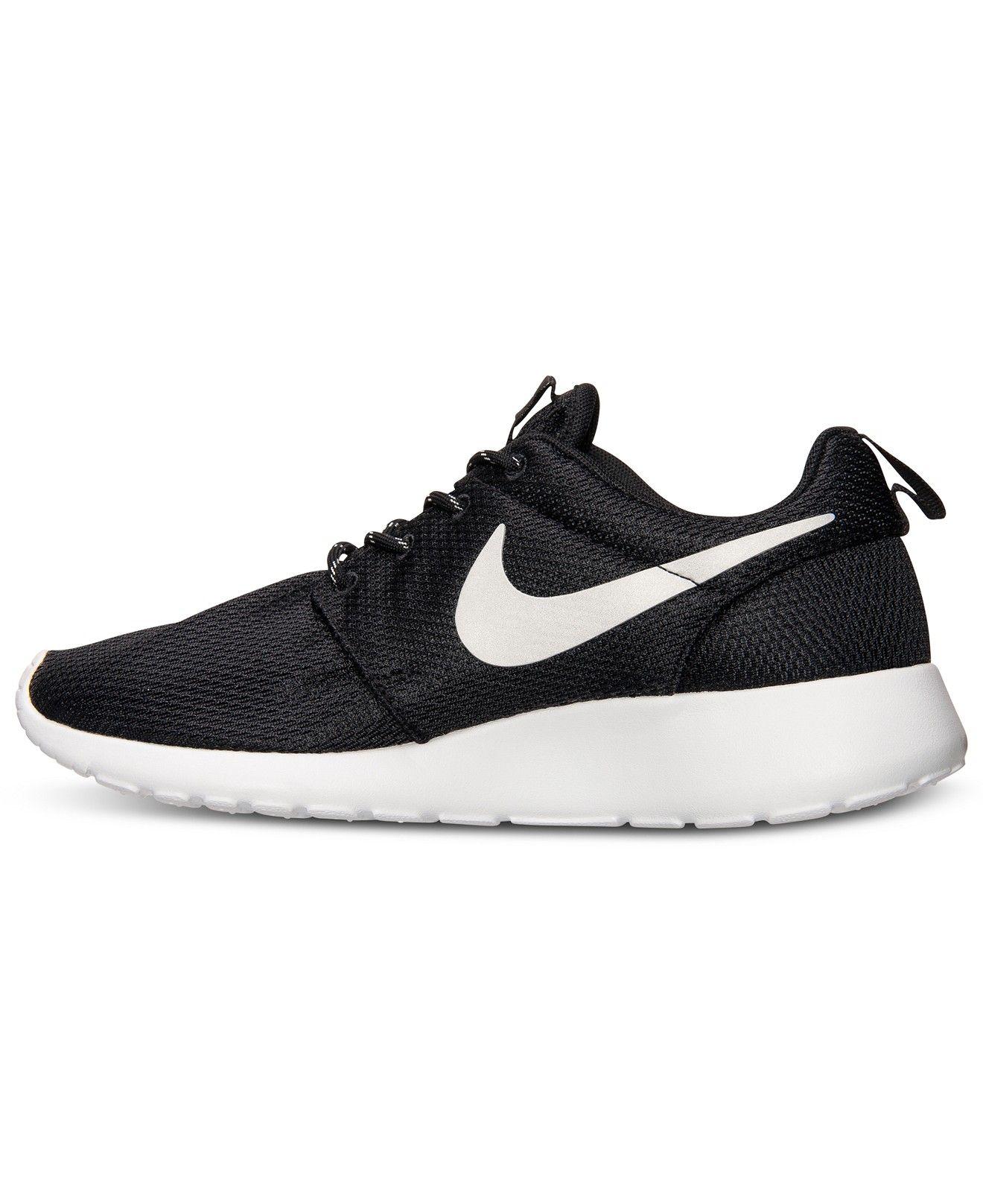 Nike Women's Roshe Run Casual Sneakers