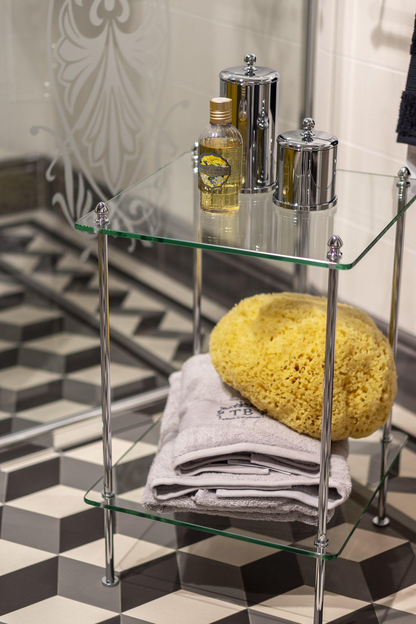 Badezimmer Nostalgie Glastisch  Traditionelle bäder, Glastische