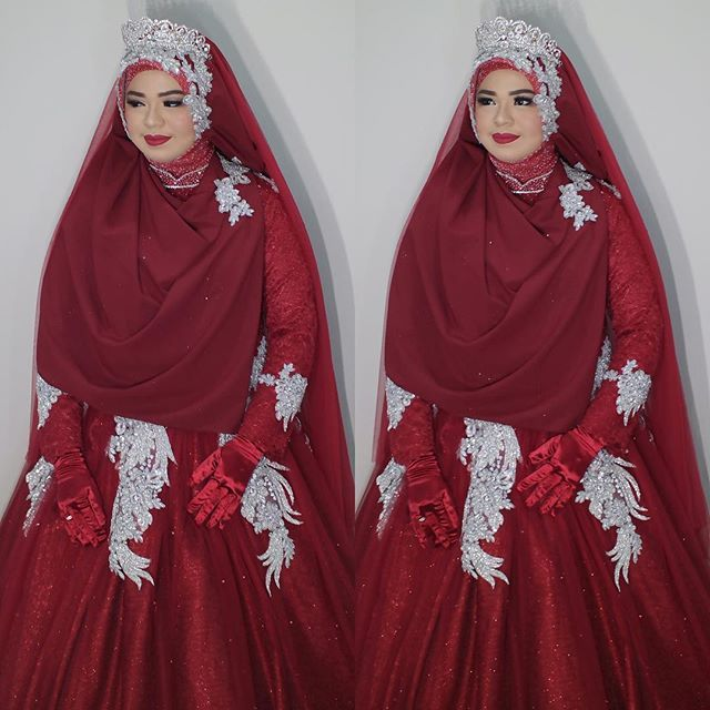 Royalglam In Maroon For Lola Busana Merah Dipadukan Dengan Warna Silver Juga Co