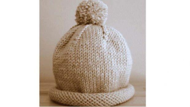 Fare un cappello con il pon pon da bambina ai ferri con uno schema a maglia 51e678de7652