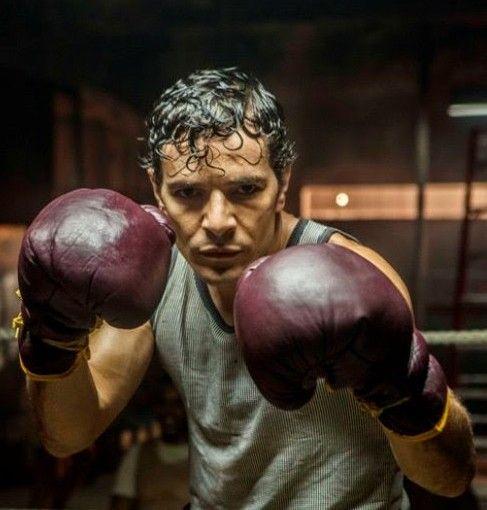 Daniel de Oliveira caracterizado como Éder Jofre, bicampeão mundial de box (Foto: Divulgação)