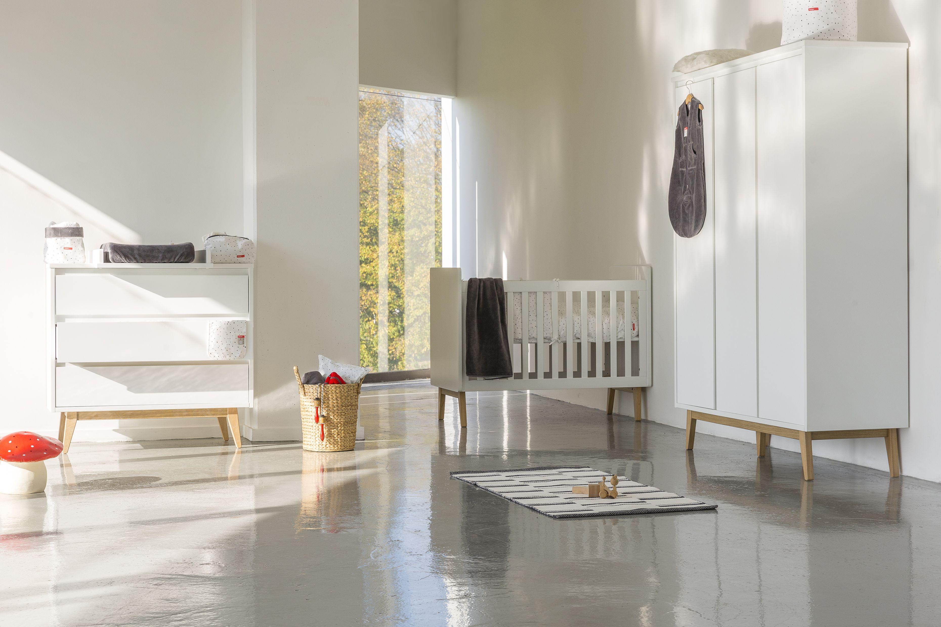 La combinaison de MDF laqué blanc et bois avec un design original et ...