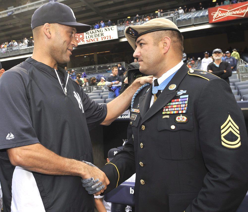 Derek Jeter Yankees Remember 9 11 Ny Yankees New York Yankees Yankees