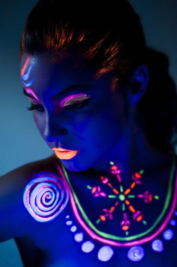 makeup neon,fluor Mujeres salvajes Pinterest Citate