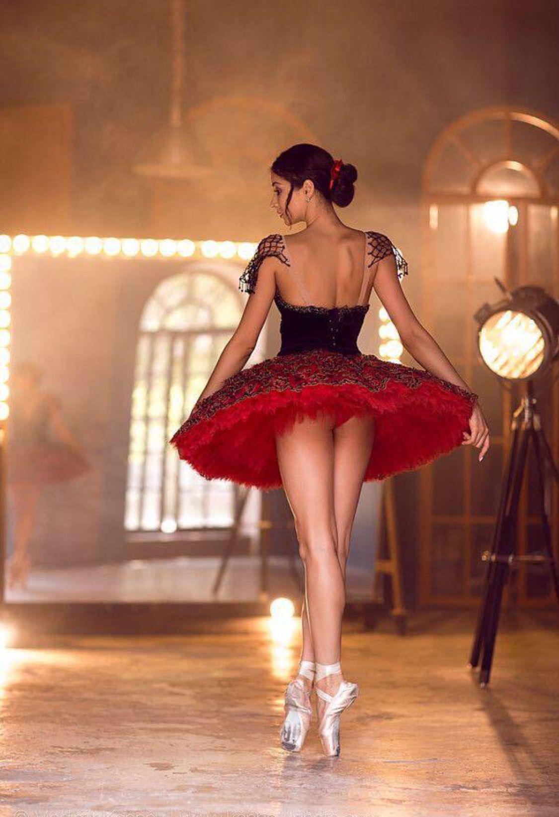 Ballerina en rojo y negro