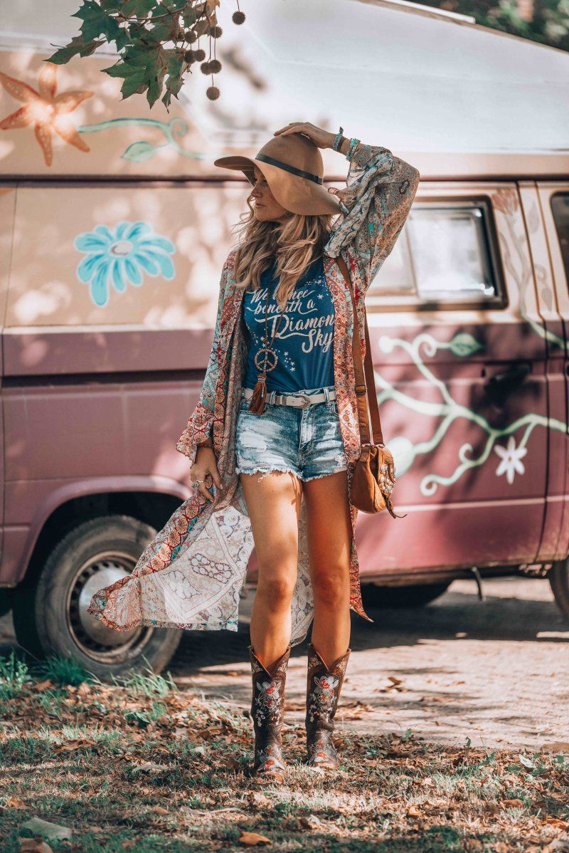 Let S Go Bohemian And Create The Perfect Hippie Chic Look With This Kimono And A Pair Of Must Have Cowboy B Boho Outfits Boho Chic Fashion Boho Summer Outfits [ 1198 x 800 Pixel ]