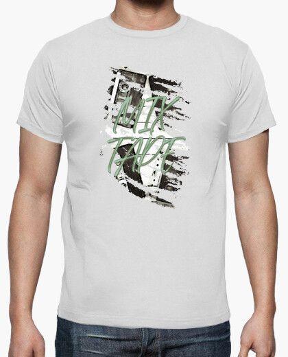 Camiseta con varias cintas de casete y el texto mix tape