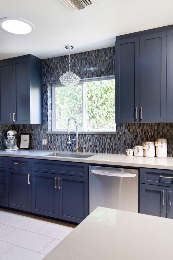 kleine und moderne k che mit blauer gestaltung k che farben pinterest k cheneinrichtung. Black Bedroom Furniture Sets. Home Design Ideas