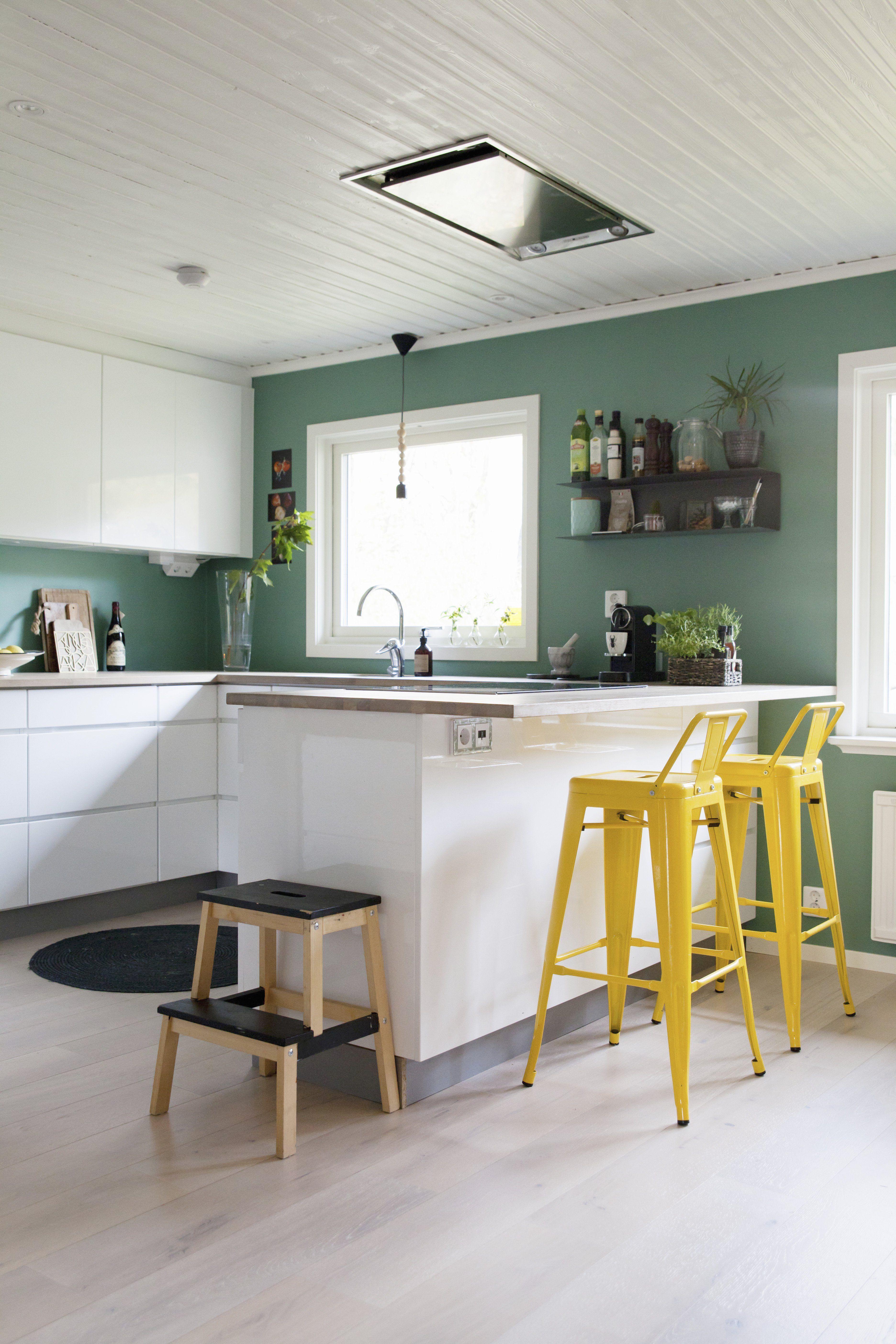 Wohnzimmer Petrolfarbe Die Trendfarbe Zum Einrichten Das Haus In 2020 Wandfarbe Kuche Kuchen Ideen Farbe Kuche Farbe