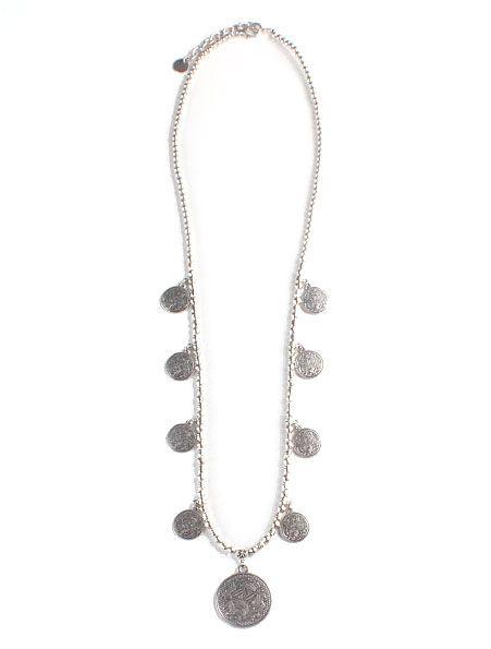 e283e1698297 Collar Monedas Plata - Collar largo de cadena con múltiples monedas  antiguas color plata. Cierre
