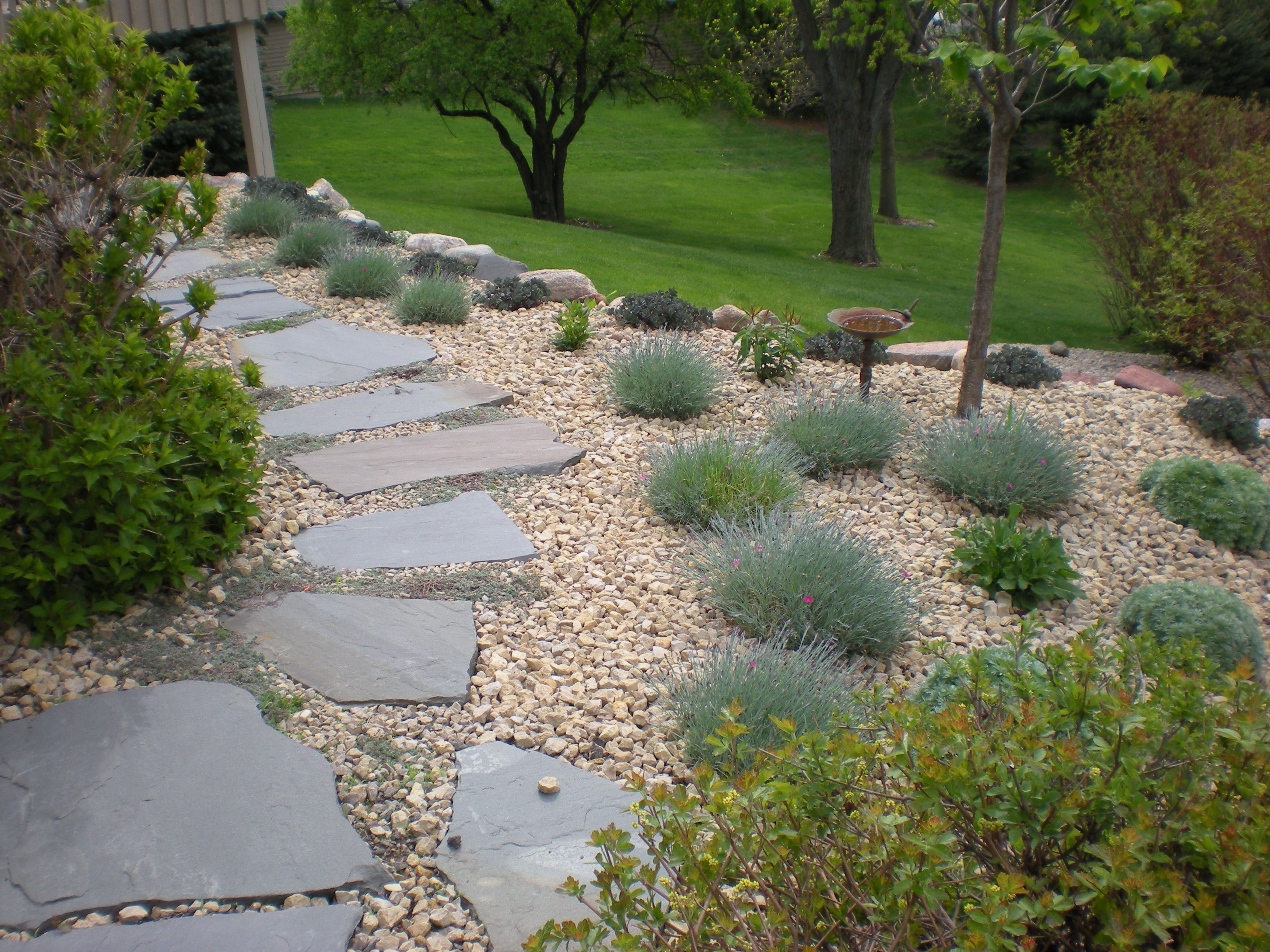 Idea for walkway beside garage landscaping for Stone landscaping ideas