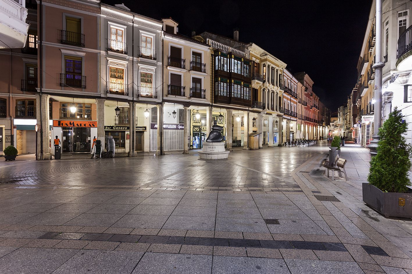 La Calle Mayor de #Palencia. El lugar idóneo donde pasear y hacer nuestras compras en la ciudad. No te lo piensas más y ven con Avexperience :D