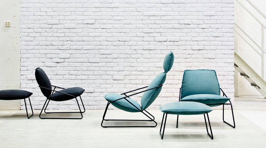 opstelling met villstad fauteuils met hoge rugleuning fauteuils en voetenbanken in antraciet en. Black Bedroom Furniture Sets. Home Design Ideas