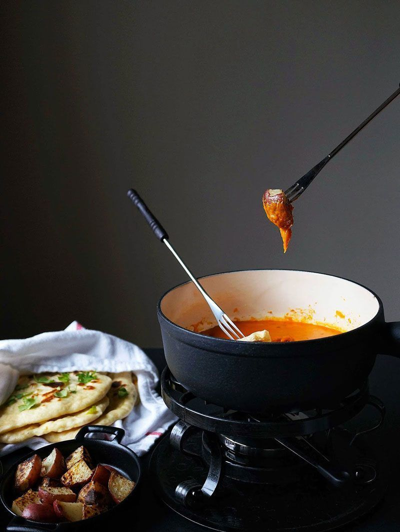 14 Comforting Recipes That Make Fondue Parties a Thing #fondueparty Curry Masala Fondue And Garlic Naan #fondueparty 14 Comforting Recipes That Make Fondue Parties a Thing #fondueparty Curry Masala Fondue And Garlic Naan #fondueparty