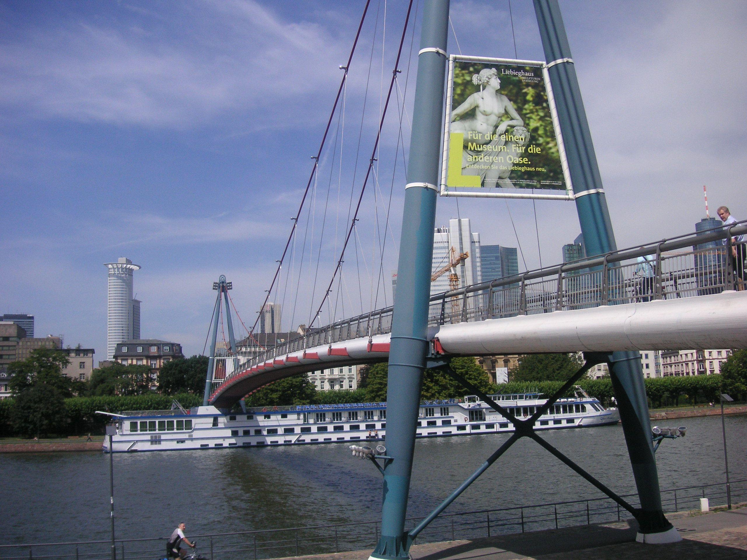 Frankfurt, Fußgängerbrücke über den Main