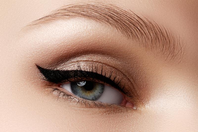 Photo of Dette eyeliner-strenghakket er det eneste trikset du trenger å vite for en perfekt øyesminke