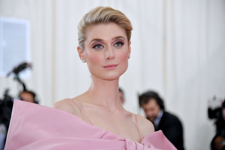 Princess Diana S Height Compared To The Crown Star Elizabeth Debicki In 2020 Elizabeth Debicki Princess Diana Height Princess Diana