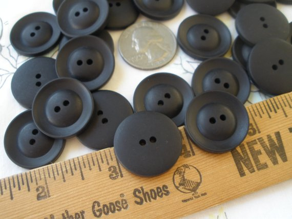 4 Hole Round Coat Clothing Button Black Grey 23mm 36L