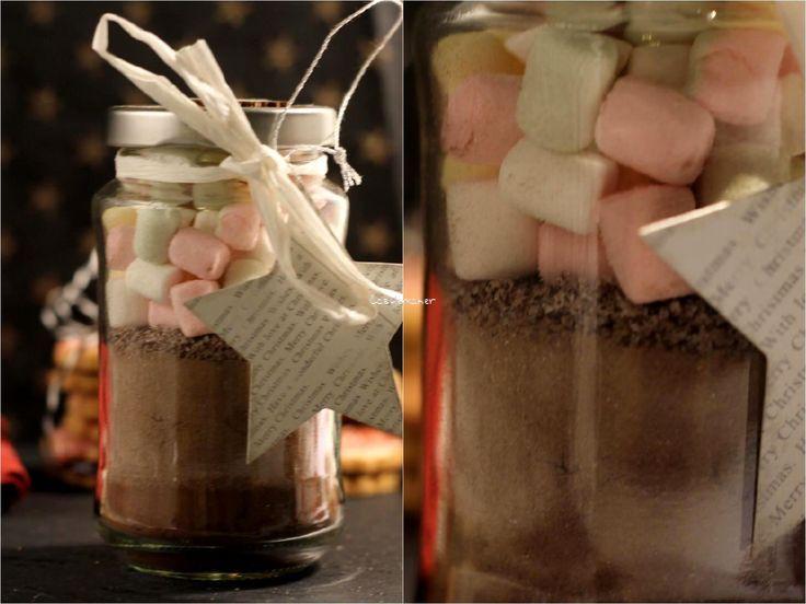 Eine tolle und einfache Geschenkidee, die schnell selbst gemacht ist aus einem Marmeladenglas, Kaba und Marhsmallows und etwas Deko. Mehr Info mit einem Klick.  diy geschenke geschenkideen buegelperlen sterne weihnachten