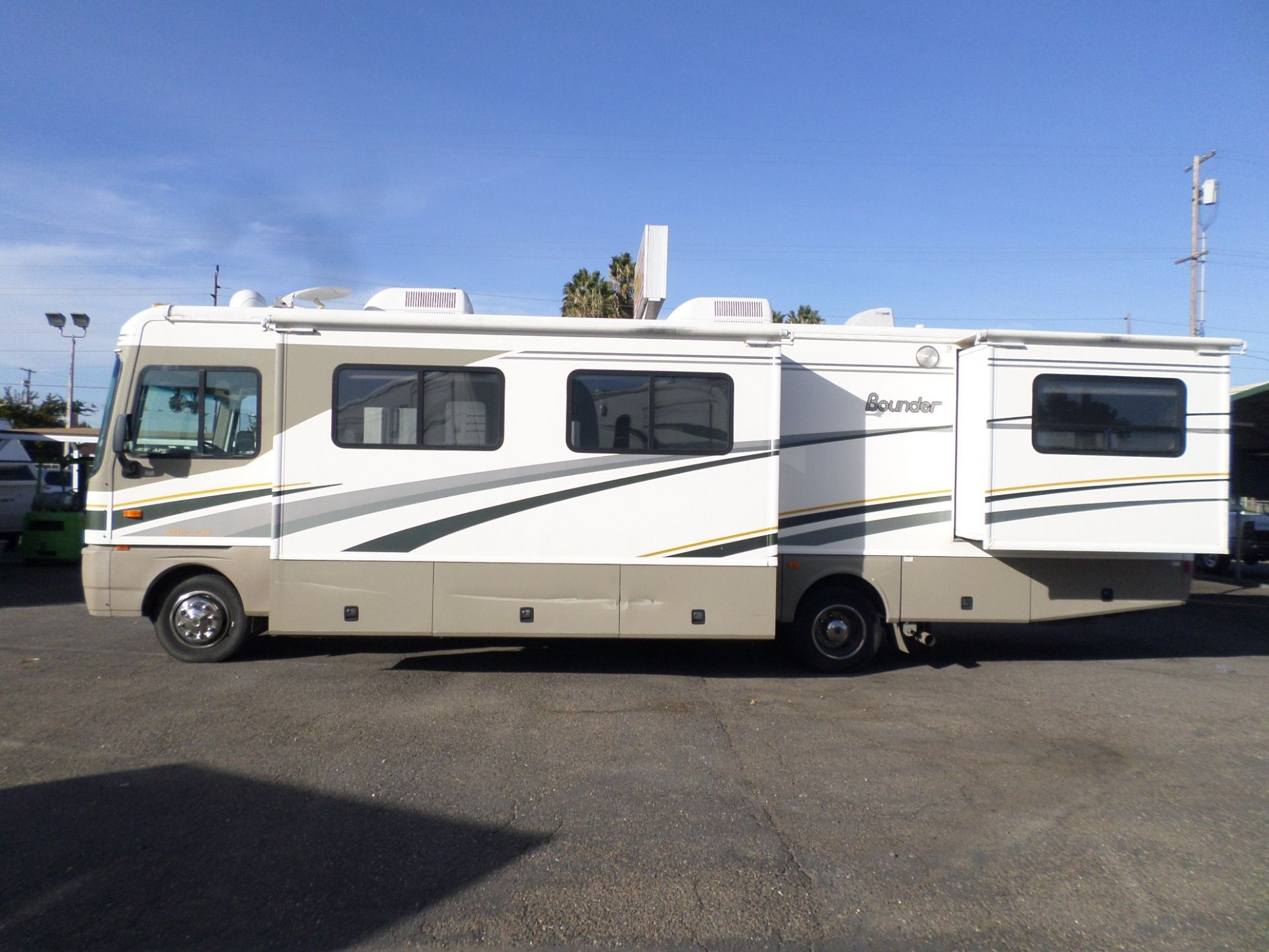 2004 Fleetwood Bounder Class A Motorhome Motorhome Rv For Sale