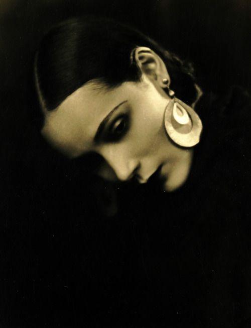 Dolores Del Rio, 1920s  .... stunning....