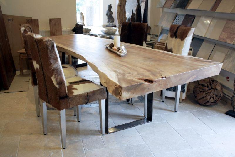 Esstisch aus einem massiven Baumstamm, Tischgestell Rohstahl ...