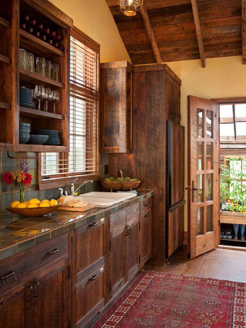Réalisation du0027une cuisine chalet avec un évier posé, des portes de - pose d un plan de travail cuisine