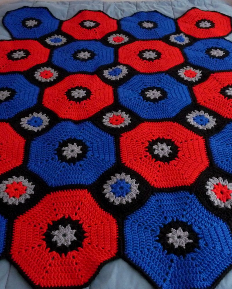 Octagons & Squares Throw  #crochet #thecrochetcrowd #redheartyarn