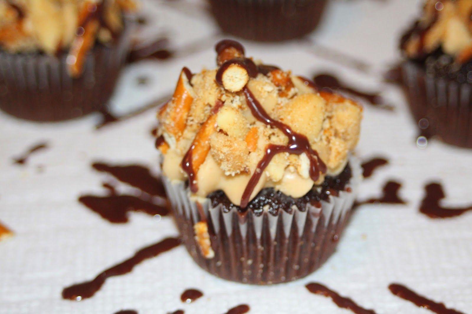 Mini Chocolate Peanut Butter Pretzel Cupcakes