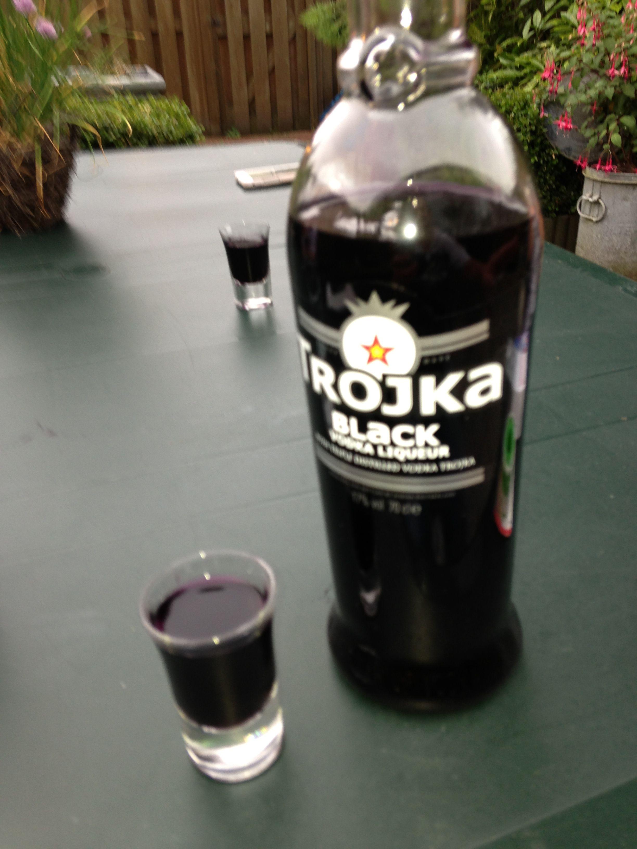 Trojka Black
