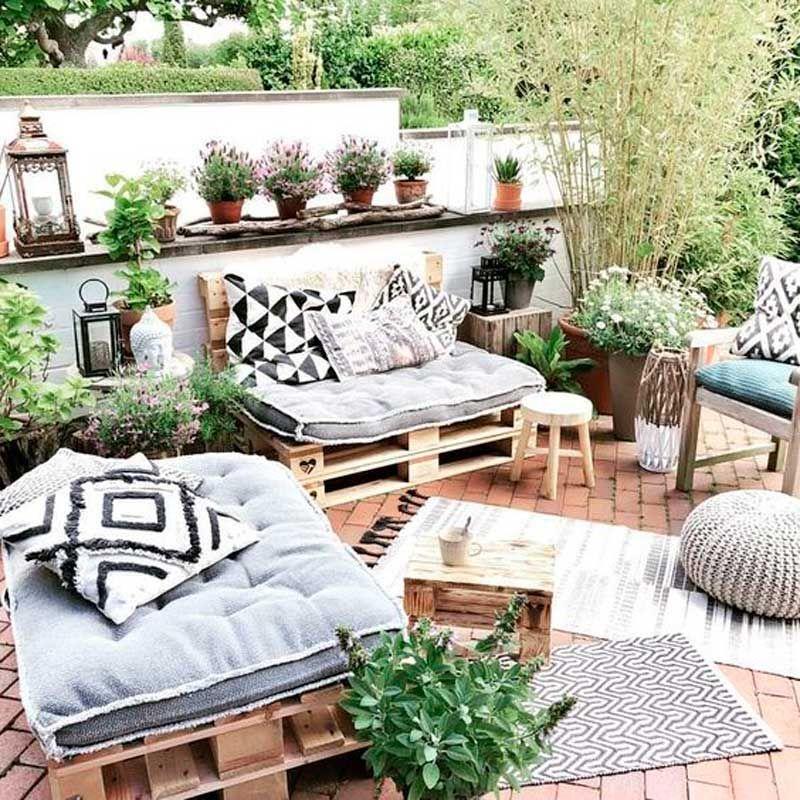 20 ideas (súper bonitas) para decorar tu espacio exterior con palets