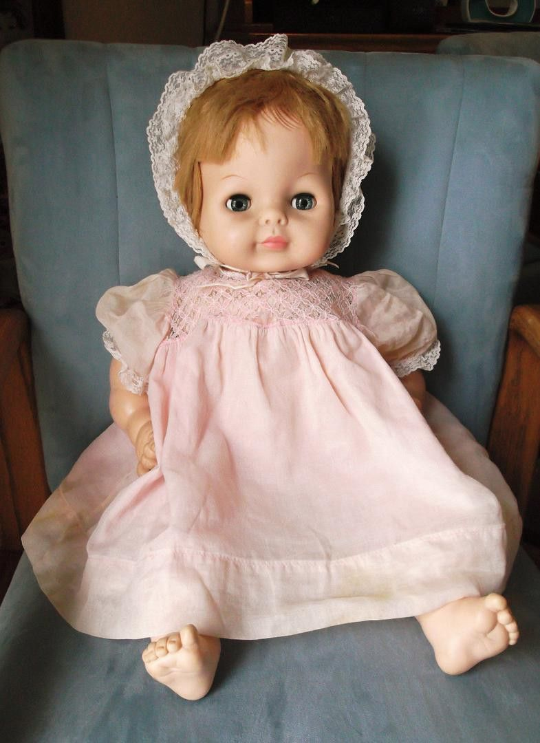 1965 Vogue Baby Dear One Doll 23 She Has A Working Crier And All Her Fingers And Toes Her Eyes Open And Close Freely She S Su Baby Dolls Dolls Vintage Dolls