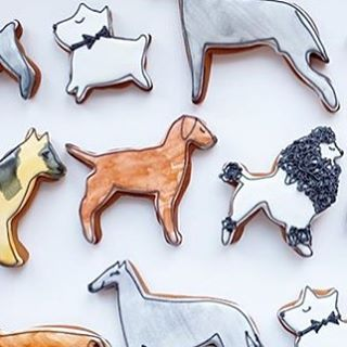 Where my dogs at?!? Bow wow wow these cookies are amazing! Made by @tinykitchentreats using our custom cutters.