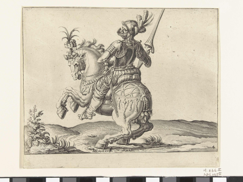 Claes Jansz. Visscher (II) | Speerruiter met open vizier, Claes Jansz. Visscher (II), 1599 | Een geharnaste man te paard, naar links rijdend, met open vizier en met een speer of lans rechtop in de rechterhand (een speerruiter). Deze prent is onderdeel van een serie van 22 genummerde prenten: een titelprent, 20 prenten waarop één of enkele verschillende typen (meest geharnaste) ruiters zijn weergegeven, en een prent met een ruitergevecht.