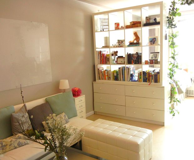 Ikea hack shelf on dresser as room divider separadores - Separadores de ambientes ikea ...