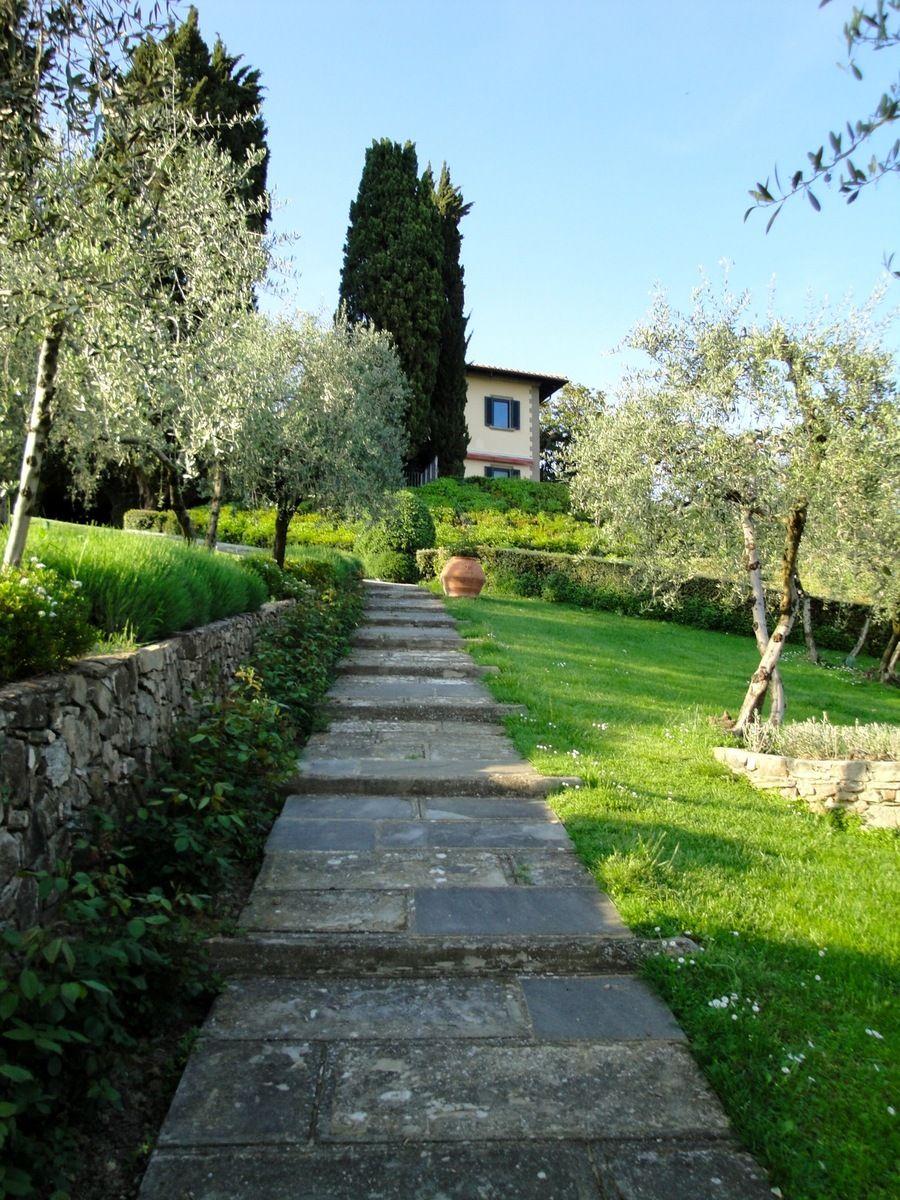 Italian garden design villa il roseto di pietro porcinai for Italian landscape design