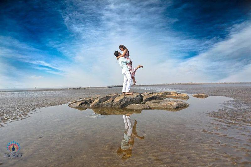 Romantic Beach Side Pre Wedding Shoot Weddingz In India S