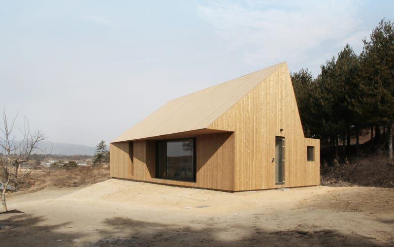 Stpmj shear house yecheon republic of korea arkitektur house timber house og wooden facade - Maison bershire pond david jay weiner ...