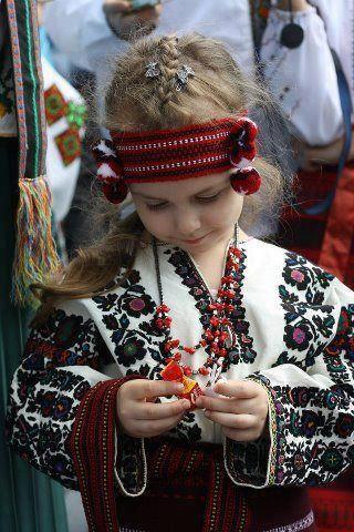 """ВИШИВАНКА Не мода це й не дивна забаганка... Нелегко нашим недругам збагнуть, Чим є для українця """"вишиванка""""? І що у ній за таємнича суть? Нитки, неначе мрії кольорові, Вплелися в долі біле полотно... Вона - це символ віри і любові, Що нам Господь вручив колись давно... Вона пропахла вітром і грозою, Вогнем і житнім хлібом на столі, Солоним потом, згірклою сльозою, І кров""""ю, українців на землі."""