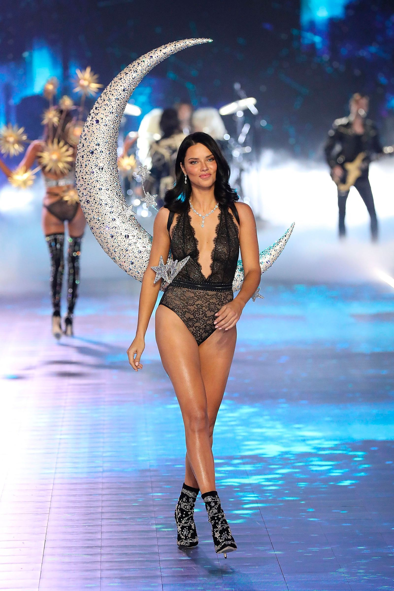 f63341da9e Adriana Lima burst into tears on her final Victoria s Secret catwalk-  HarpersBAZAARUK